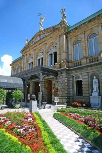 """Teatro Nacional de Costa Rica zum """"Nationalen Symbol des architekturhistorischen und kulturfreiheitlichen Kulturerbes"""" ernannt"""