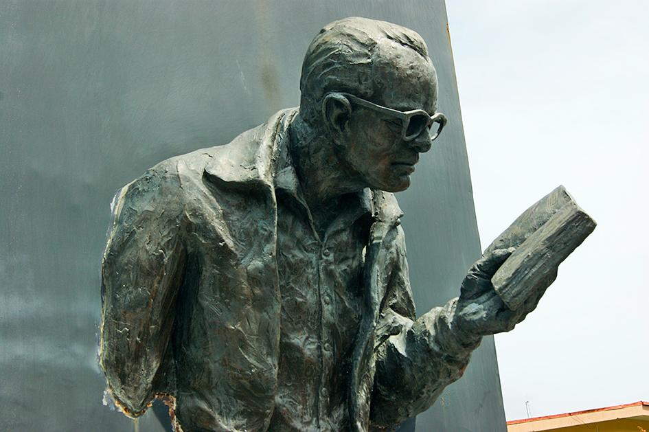 Escultura de Jorge Debravo en Guayabo, Turrialba