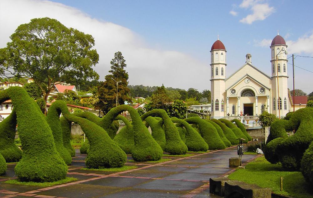 iglesia-de-san-rafael-zarcero