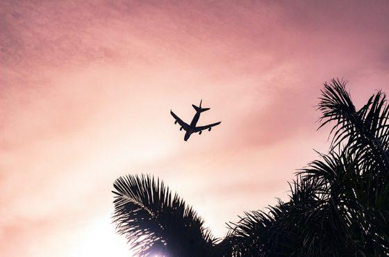 Costa Rica baja el precio del combustible de los aviones para reactivar el turismo.