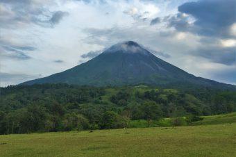 El Parque Nacional Volcán Arenal fue seleccionado como el sexto parque nacional del mundo y el primero en Latinoamérica según los premios TripAdvisor Travelers Choice Awards.