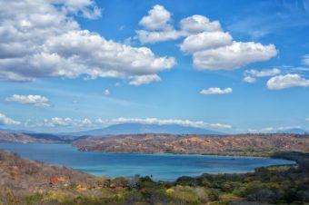 Playa Hermosa se convierte en la primera playa 100% accesible de Costa Rica